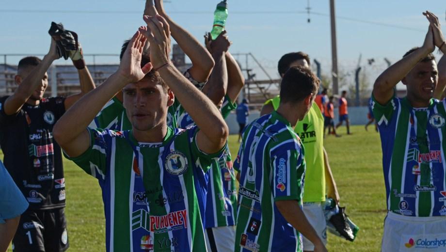 El Dino pisa fuerte en el Regional y se sacó de encima a uno de los favoritos. (Foto: Juan Thomes)