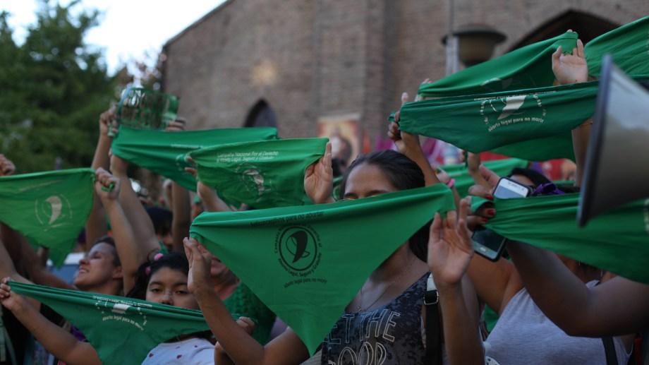 """El libro """"clandestinidad y tolerancia"""" será presentado hoy en la Universidad del Comahue."""