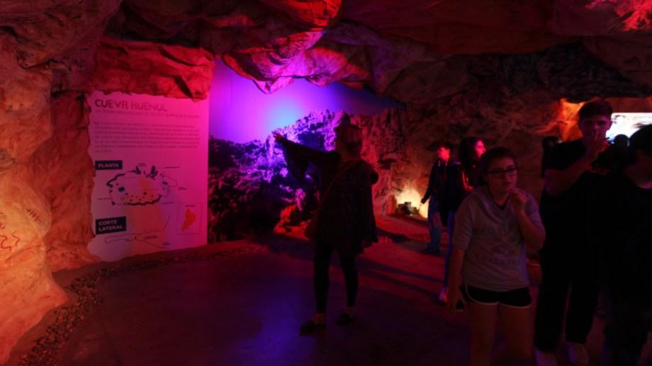 La cueva se puede recorrer en Misión Ciencia, en el espacio Duam.