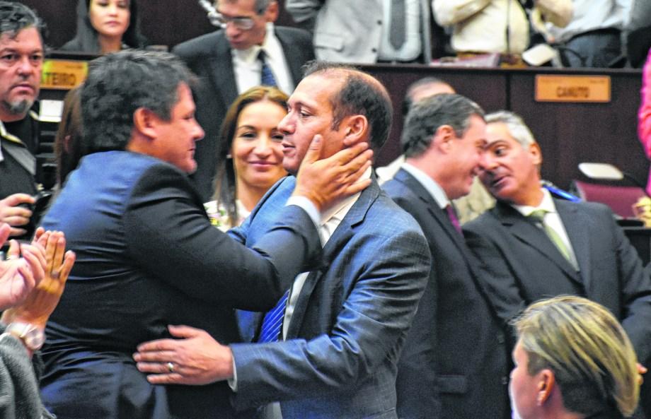 Gutiérrez regresará a la provincia el fin de semana luego de una desprolija gira por EE. UU.