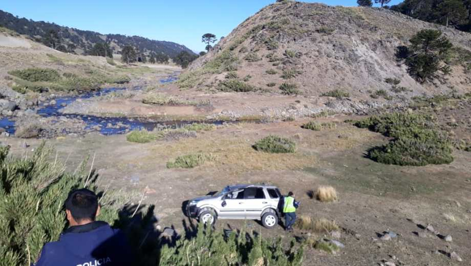 Foto: La camioneta cayó al barranco.  Gentileza.