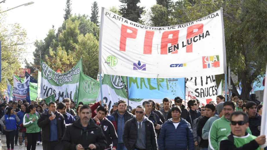 Los trabajadores de la Planta de Agua Pesada se sumaron a la convocatoria. (Foto: Florencia Salto)