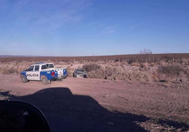 El vehículo quedó sobre sus cuatro ruedas sobre la sub-banquina. (Foto: Gentileza.-)