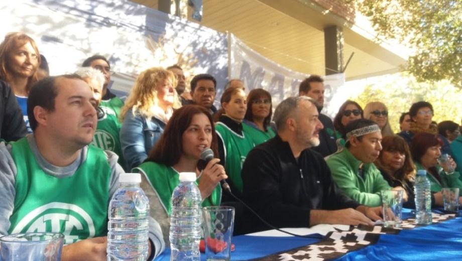 ATE y la CTA Autónoma aguardaron el fallo en General Roca. Foto: gentileza