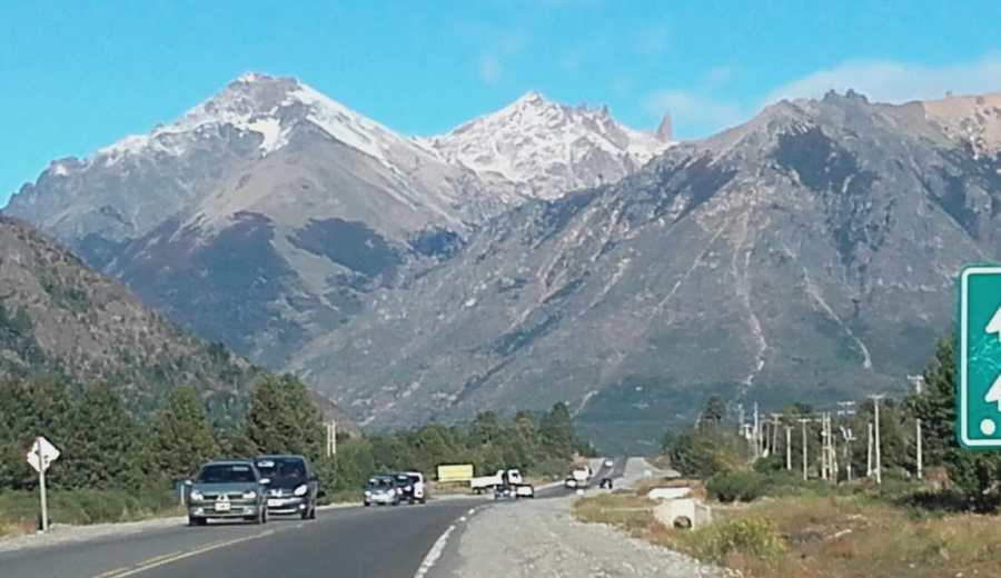 Las cumbres amanecieron nevadas esta mañana. Foto: Chino Leiva