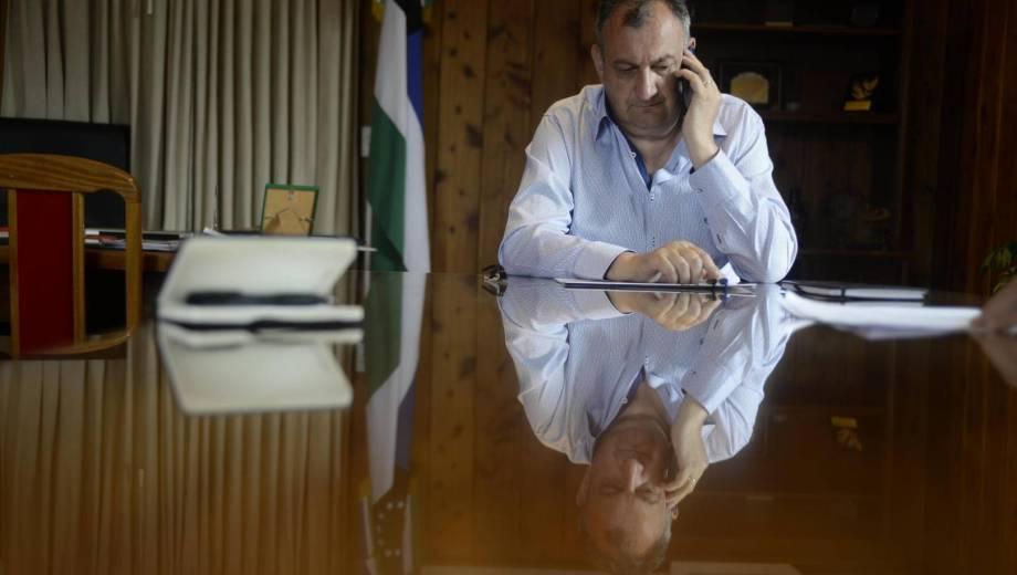 El intendente Gustavo Gennuso en pie de guerra con una empresa de telefonía. Archivo