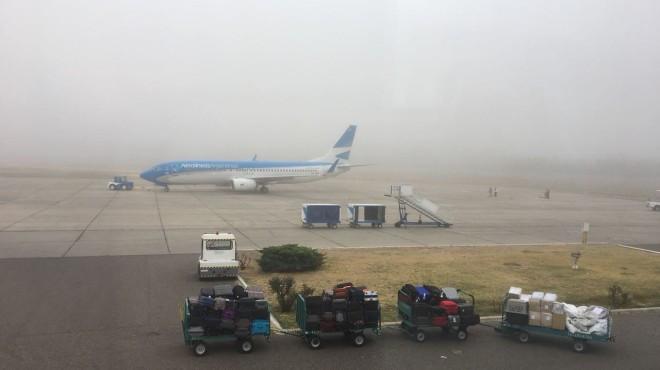 La neblina suele jugarle malas pasadas al aeropuerto de Neuquén. (Archivo).-