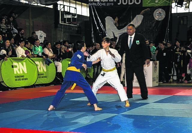 Judocas de varias ciudades del país compitieron el fin de semana en el gimnasio municipal 3 de Bariloche, que lució a pleno. Foto: archivo