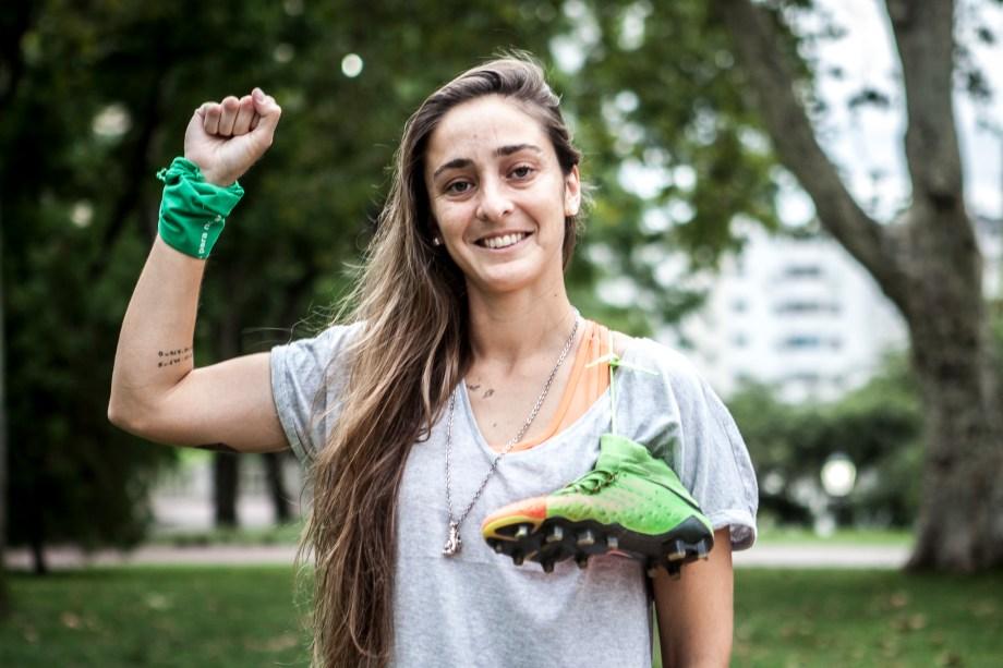 Maca Sánchez peleó por un fútbol femenino profesional y hoy firmará su primer contrato.