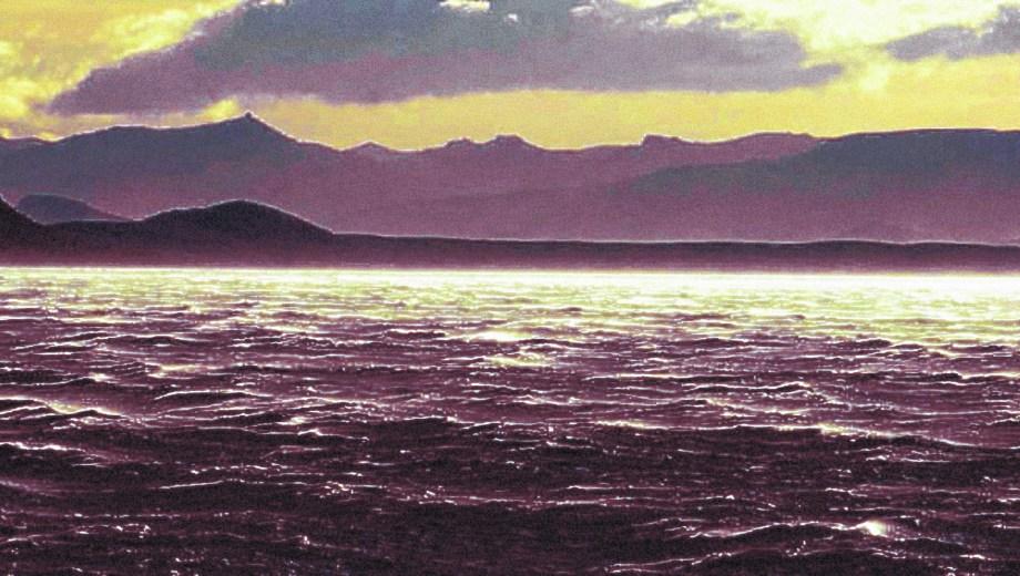 El lago Nahuel Huapi se destaca por su profundidad y sus ocho ramificaciones o brazos.