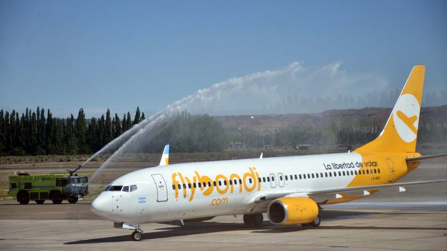 El vuelo inaugural de Flybondi.  Foto  Archivo Matías Subat