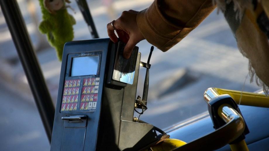 Desde el Foro quieren que el municipio no restrinja los pasajes gratis de las personas con discapacidad. (Archivo Matías Subat).-