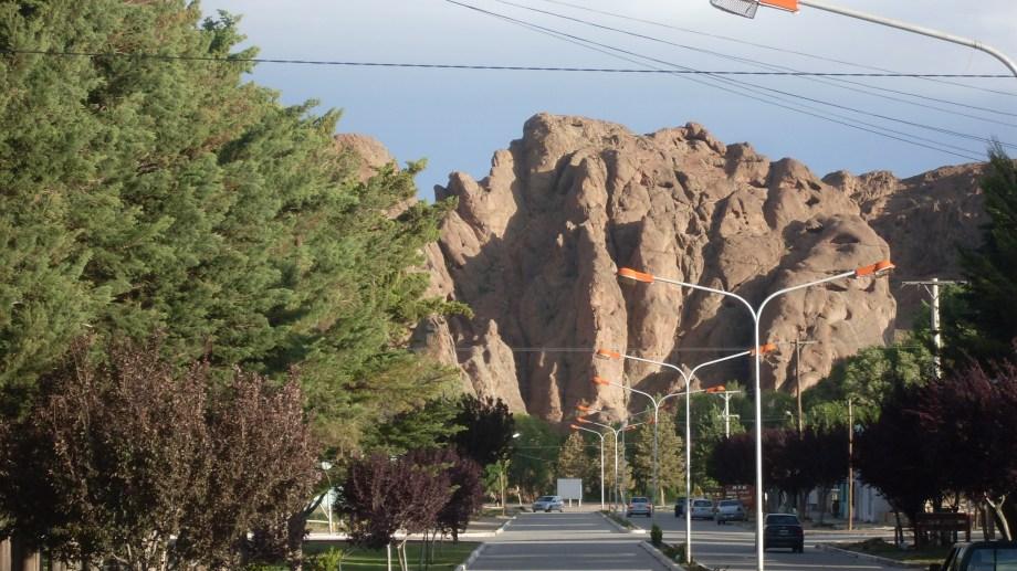 Piedra del Águila será un lugar ideal para observar el eclipse solar el 14 de diciembre. Está a 233 km de Neuquén capital sobre la ruta nacional 237. (Foto: Archivo).