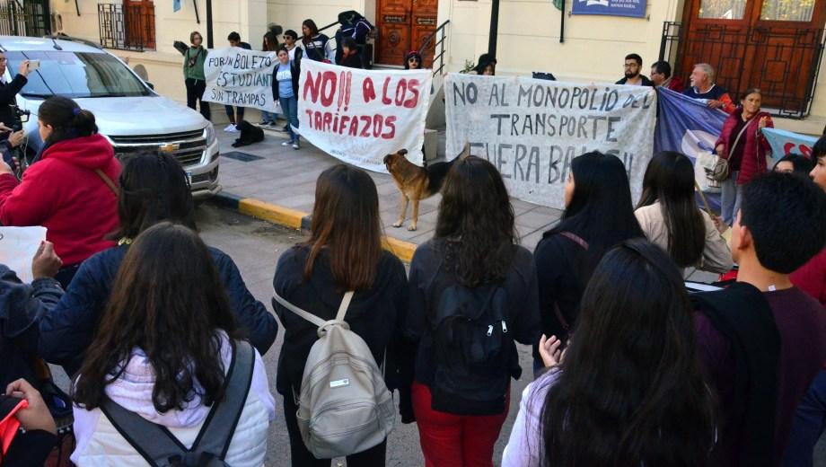 La marcha terminó frente a la sede central del municipio donde se entregó un petitorio. Fotos: Marcelo Ochoa