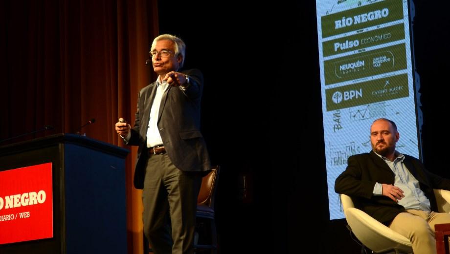 El debate donde participó Eduardo Fidanza lo condujo el periodista Diego Penizotto. Foto Mauro Pérez