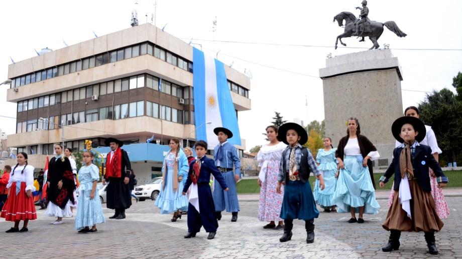 Danzas folclóricas argentinas para celebrar el 209 aniversario de la Revolución de Mayo (foto Mauro Pérez)