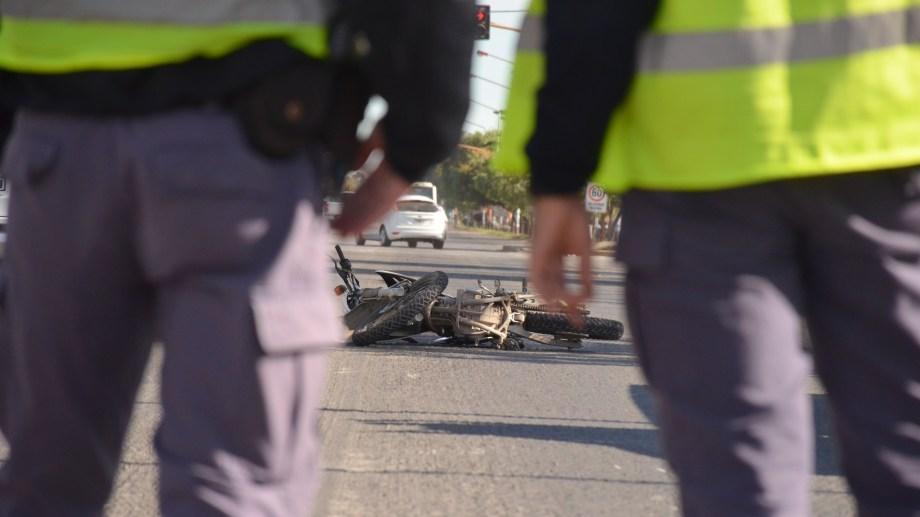 Una moto y un auto chocaron en ruta 22 y Anaya. Foto: Yamil Regules