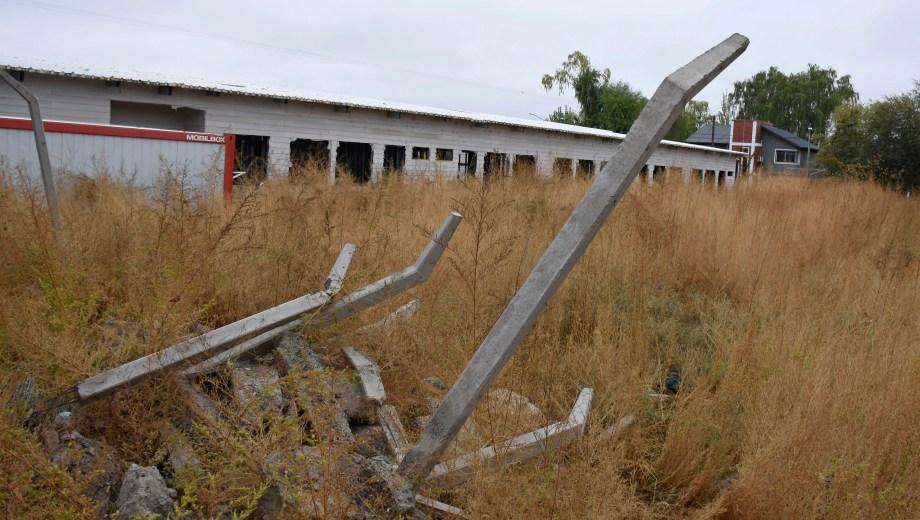Los jardines de infantes con construcción en seco son un ícono de emprendimientos abandonados. Foto Florencia Salto
