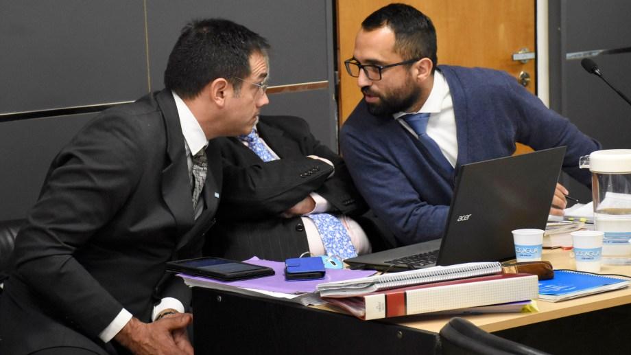 El médico y su defensor. El lunes y martes se realizará el segundo juicio en Cipolletti.