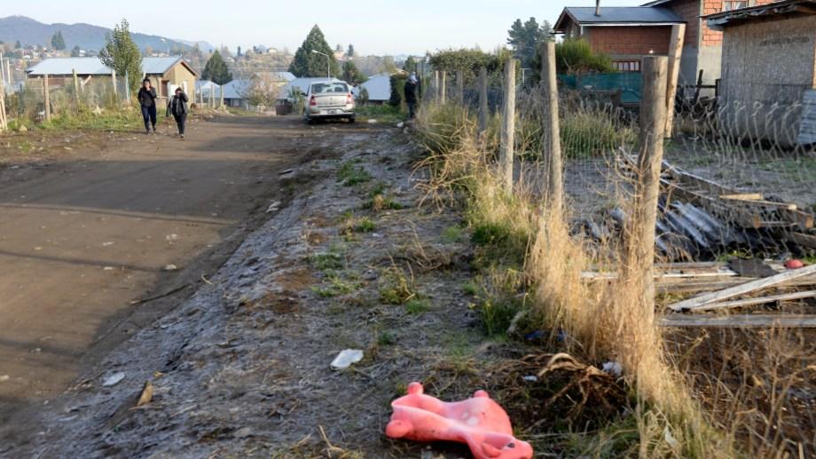 El hallazgo del bebé sin vida se produjo en un patio en la zona Este de Bariloche. (Foto: Alfredo Leiva)