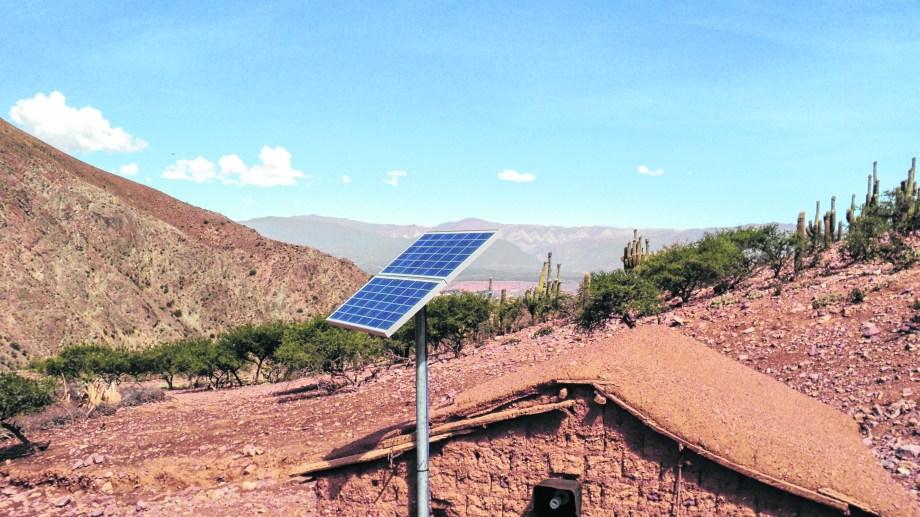 Los paneles solares se colocan en cada vivienda de forma de tal de captar la mayor cantidad de energía posible.