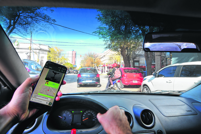 El celular al volante es más peligroso que conducir ebrio