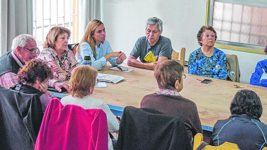 Soria junto a la concejal Paniceres. El jueves se reunieron con el Consejo de Adultos Mayores.