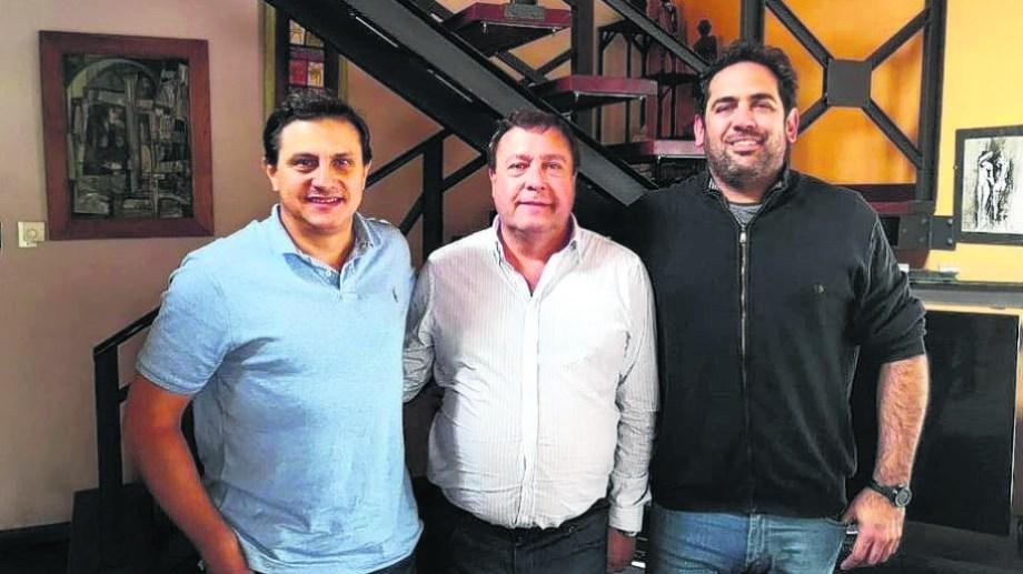 Barresi, Weretilneck y Maida, ayer al mediodía en la casa del ministro Di Giacomo. El anuncio llegó cerca del plazo final para anotarse.