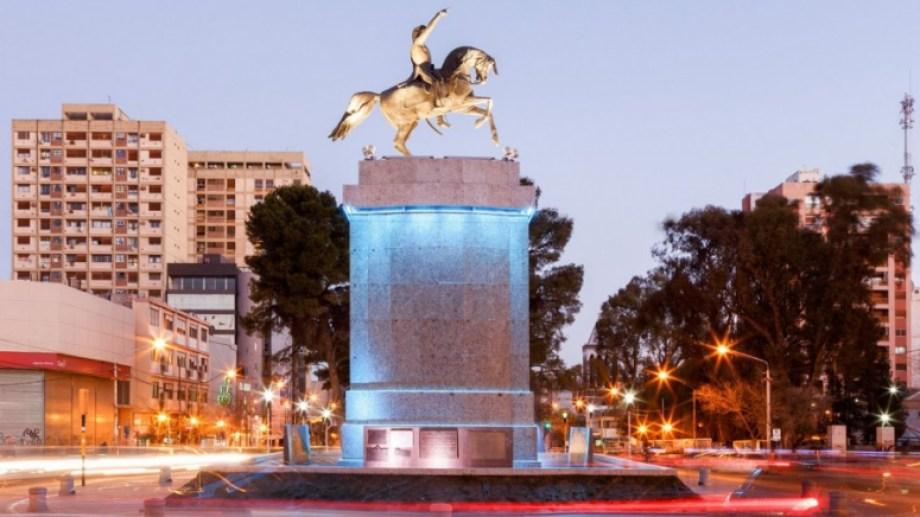 El monumento a San Martín es uno de los centros de protestas. (Gentileza)