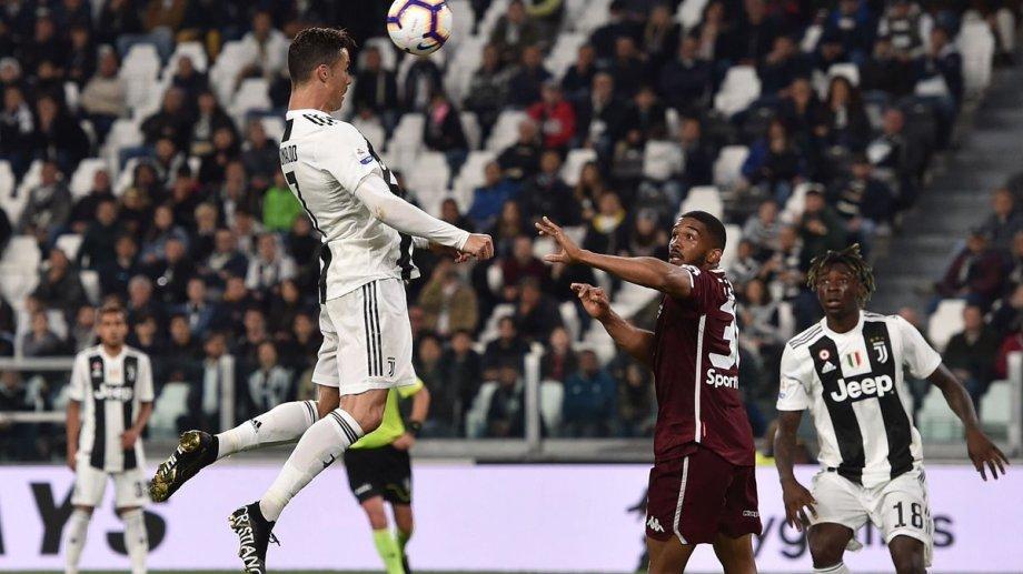 Ronaldo ganó en las alturas y metió su 100° gol de cabeza, el 601° de su carrera.