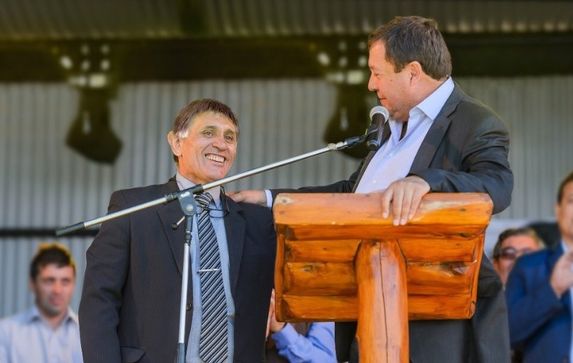 Intendente y gobernador, durante el último aniversario de la localidad.