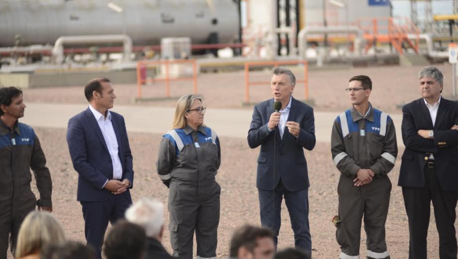 Macri encabezó la inauguración de un oleoducto en Loma Campana. (Mauro Pérez).-