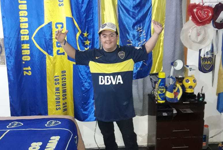 Francis Ojeda suña con conocer a Carlitos Tevez y es fanático de Boca. (Gentileza).-