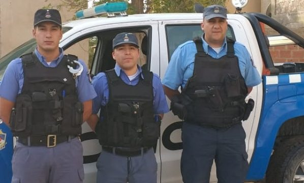 Estos son los policías que reanimaron a la niña de cuatro años. (Gentileza)