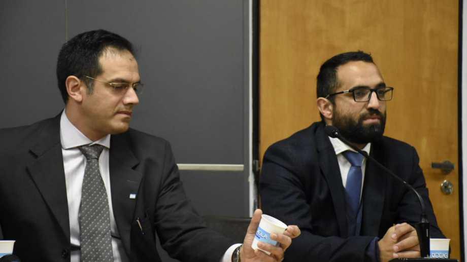 El médico Rodríguez Lastra junto a su abogado defensor durante la lectura del veredicto. (Foto: Archivo/Florencia Salto).-