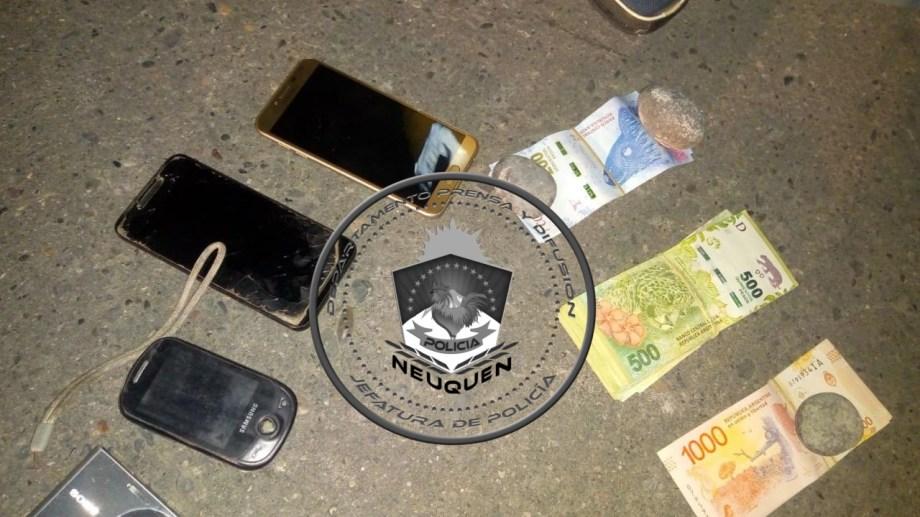 El dinero y otros elementos de la camioneta fueron incautados.  Foto: Prensa Policía