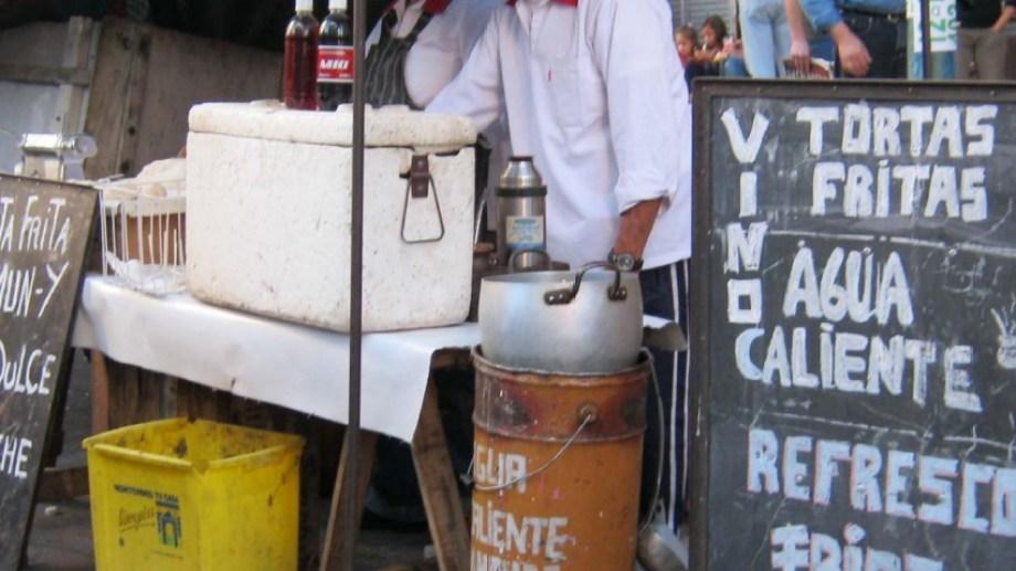 La calle Río Colorado es el pasaje de la venta ambulante. Foto gentileza municipalidad de Plottier