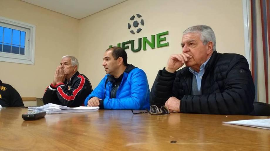 De izquierda a derecha: Carlos Escobar, Luis Sánchez y Oscar Massei (tribunal de disciplina).(Foto: Facebook Lifune).