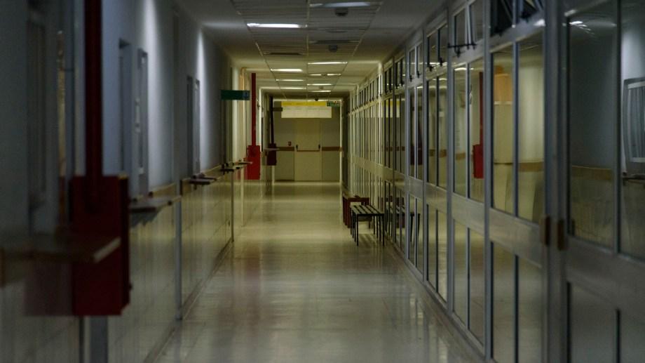 El hospital Ramón Carrillo, sin médicos ni pacientes. Foto: Marcelo Martinez