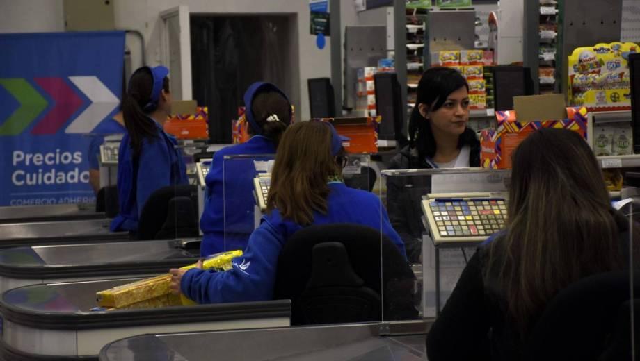 Si el acuerdo es real, los empleados de comercio recibirían un incremento salarial del 30%. (Gentileza)