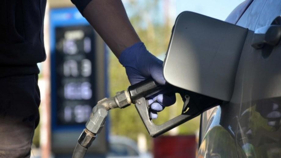 El aumento en los combustibles rige desde ayer en todo el país.