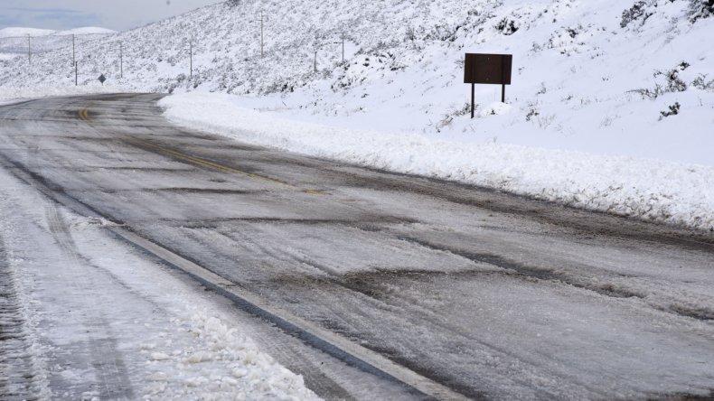 Un jueves con mucho frío, lluvias y nieve en varias zonas de la región