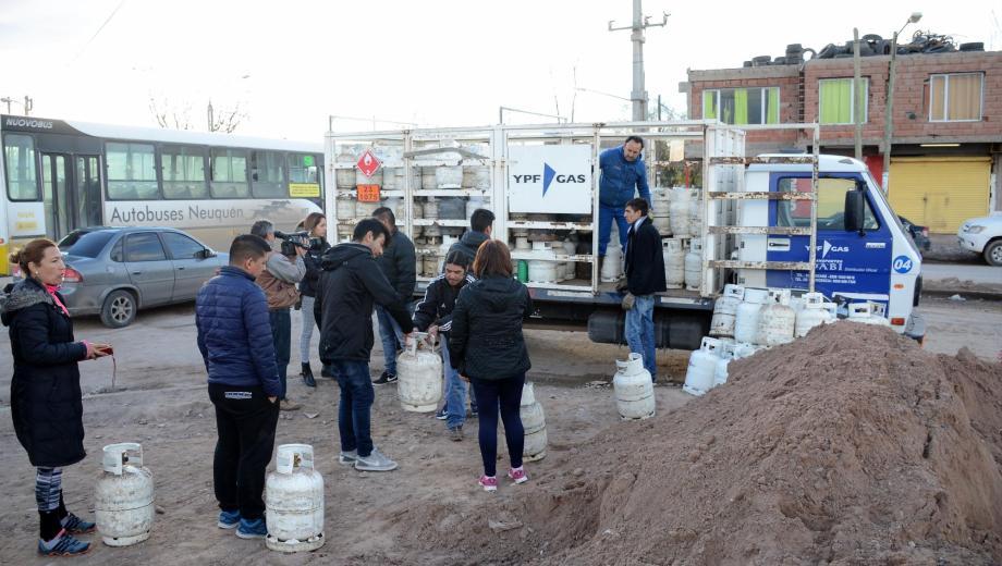 Las organizaciones sociales denunciaron que desde hace dos días no se reparten garrafas en los barrios más carenciados. (Archivo Mauro Pérez).-