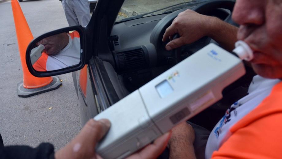Chofer de taxi conducía tan ebrio por Neuquén que podría haber entrado en coma