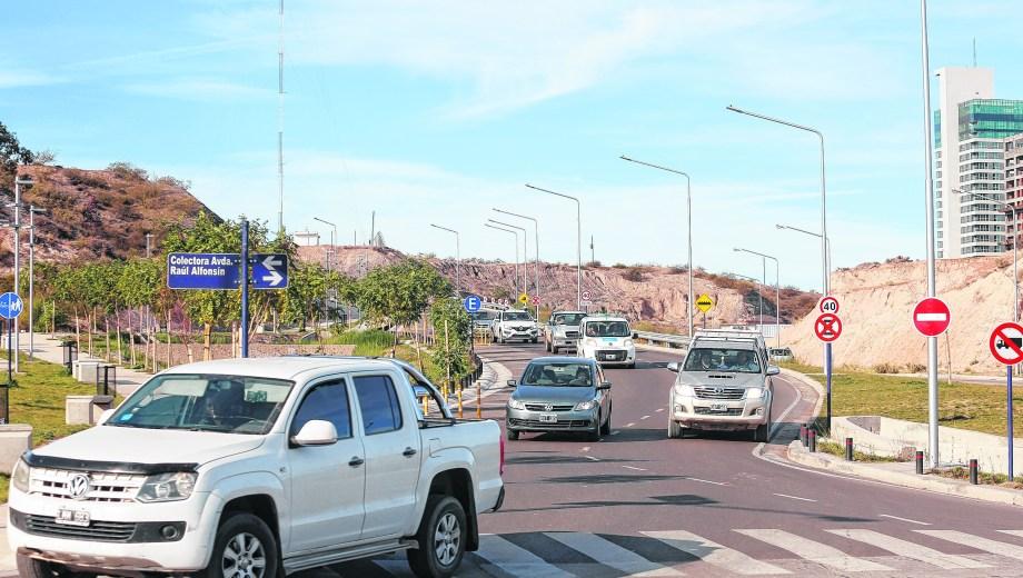 El tránsito en el extremo norte se desvía por la calle Albardón. Foto: Juan Thomes.
