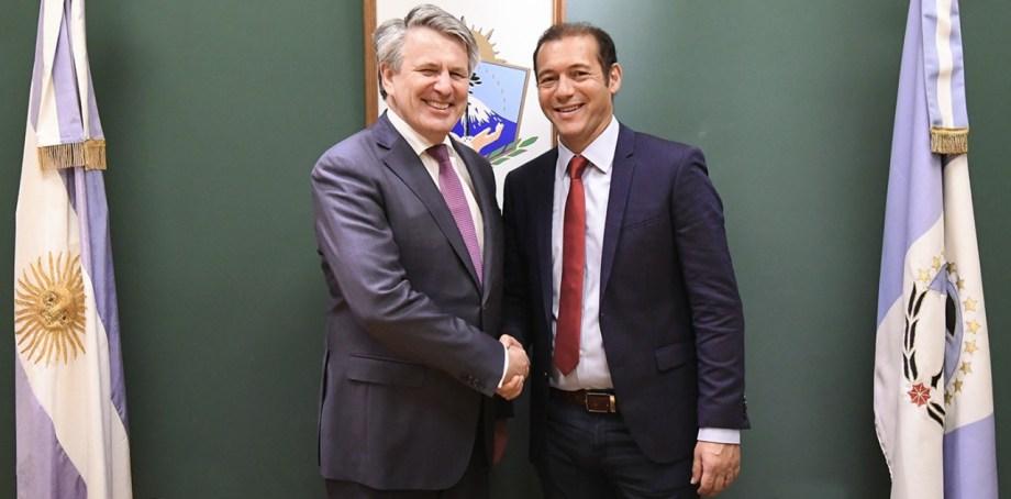 El gobernador se reunió con el titular de Shell internacional en la casa de Neuquén en Buenos Aires. Foto: Gentileza.