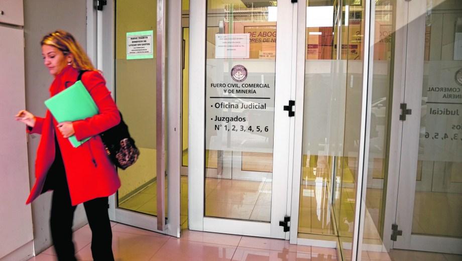 La Defensoría del Pueblo de Neuquén y un grupo de vecinos presentó un amparo ante el juzgado civil cuatro. (Mauro Pérez)