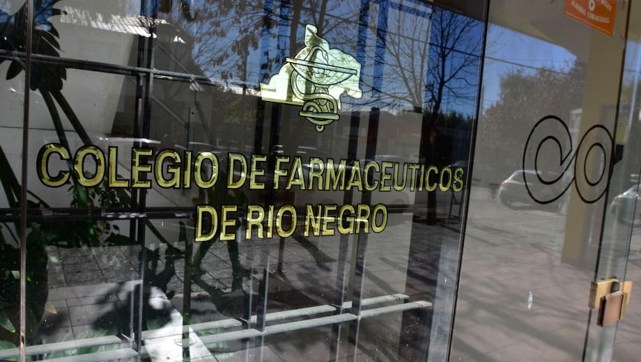 La Justicia secuestró documentación y computadoras en la sede del Colegio de Farmacéuticos, en el centro de Roca.