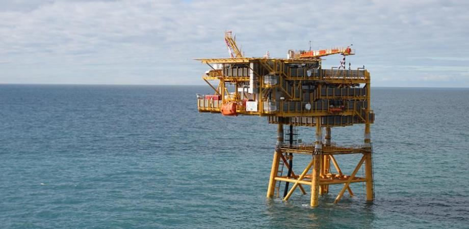 Total Austral posee 37,5% del consorcio, Wintershall DEA posee otro 37,5% mientras que Pan American Energy es dueña del 25% restante.