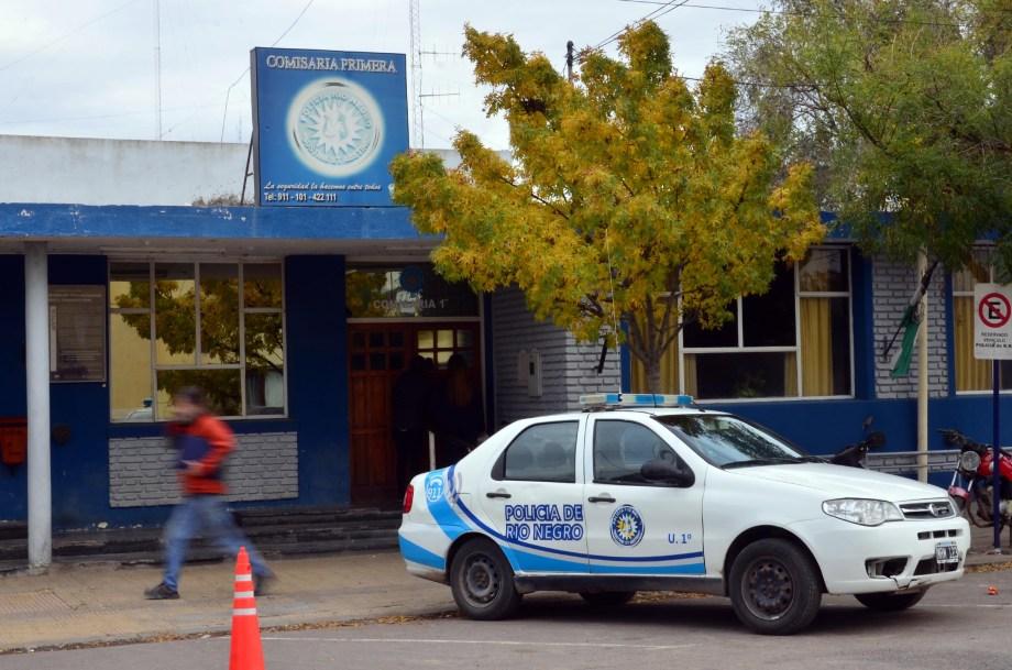 Efectivos de la Comisaría Primera detuvieron a la mujer. Foto: Marcelo Ochoa.